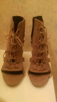 pair of brown leather gladiator sandals Manassas, 20110