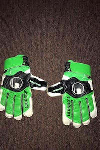 I'm selling soccer gloves