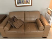 Leather love seat Beaumont