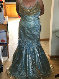 Formal dress size 2-3 Dartmouth, B2W 1Z8