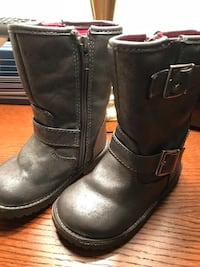 Girls winter boots - Size 6. Lined. Silver/grey. Used but like new Sterling, 20164