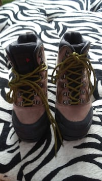Insulated Steel Toe ankle boot waterproof great grip like new