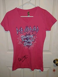 Def Leppard T-shirt Signed by Rick Savage Middletown, 45044