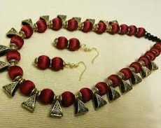 Women's red and brown beaded necklace with pair of earrings