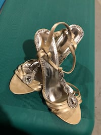"""2"""" gold shoes with gems -size 9 Edmonton"""