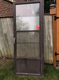 Storm door .in great shape no issue on it.30 . 82 Newmarket, L3Y 6K9