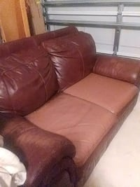 Leather brown love seat  Clermont, 34714