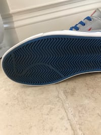 Unpaired gray and blue nike low-top sneaker Bakersfield, 93314