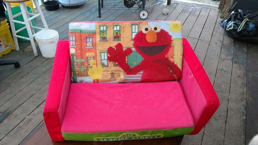 letgo Elmo themed couch in Aberdeen WA : 93ef5a79c0e8a6b148a80636f52e97a0 from us.letgo.com size 900 x 506 jpeg 137kB