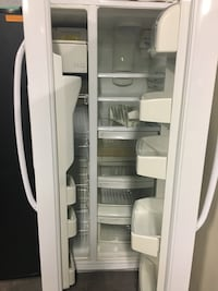 GE 33in. Side by side doors fridge in excellent condition  Baltimore, 21223