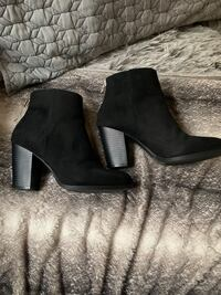 Black suede style ankle boots size 7  Langley, V1M 1Z2