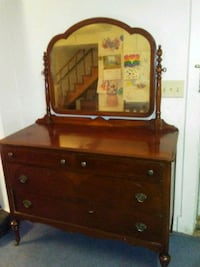 Vintage Four Drawer Dresser. Manassas, 20110