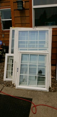 WINDOWS TAKE OUT VINYL WINDOWS.... 14 WINDOWS....  Canby, 97013