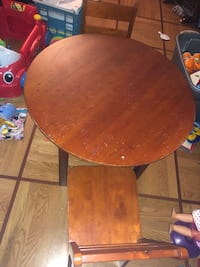 Kids wooden table and 2 chairs  Germantown, 20874