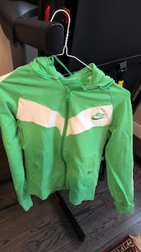 Nike size Mladies stretch sport jacket with hoodie Toronto, M5M 2J2