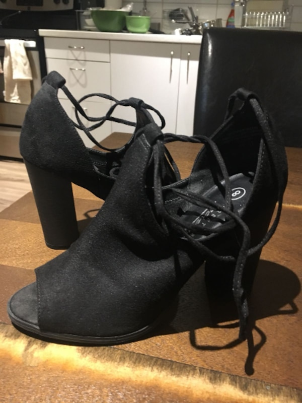 3f12a6a79c98 Used SIZE 8 OPEN TOE BLOCK HEEL SHOES for sale in Toronto - letgo