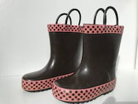 pair of black-and-pink rain boots Montreal