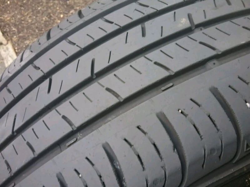 Pair of tires ..... 215 55 17 1
