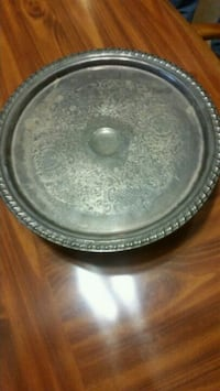 round gray and black ceramic bowl