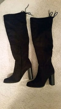 pair of black suede knee-high boots size 7 Saskatoon, S7T 0T7