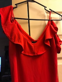 women's red sleeveless top null