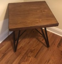 Square end table Allentown, 18109