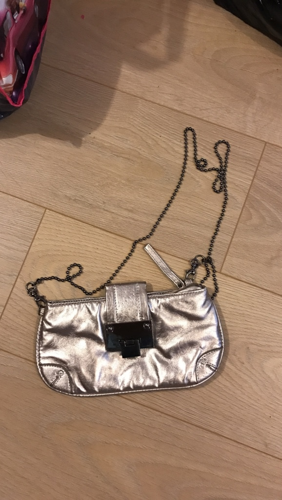 women's silver sling bag in Vancouver - letgo