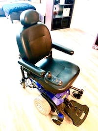 Jazzy Pride 6 super comfortable wheel chair in excellent condition.