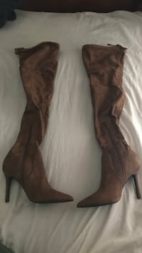 Pair of brown aldo suade boots Burnaby, V3N 0A8