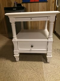 White wooden single-drawer side table Mississauga, L5A 3B3