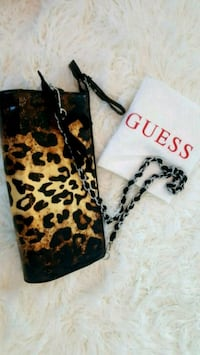 Beautiful Guess leopard print clutch