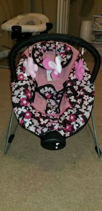 baby's black and pink floral bouncer Fayetteville, 72703