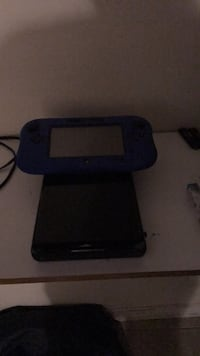 Black and gray nintendo Wii u