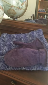 Isotoner purple mitts and Infiniti scarf Pointe-Claire, H9R 2H7