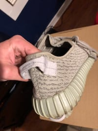 unpaired white Adidas Yeezy Boost 350 Belle Chasse, 70037