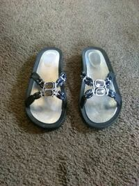 Black sandals size Large Akron, 44301
