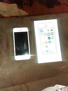 silver iPhone 5 with box