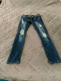 Size 6 distressed jeans Charlotte, 28213