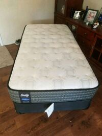 Mattress and box spring with black metal frame Bakersfield, 93308