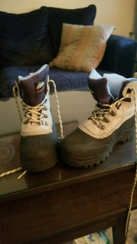 Size 8 winter boots, like new Pittsburgh, 15207
