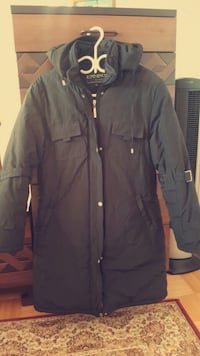 A black winter coat size XXL but good for the M. Toronto, M4H 1J4
