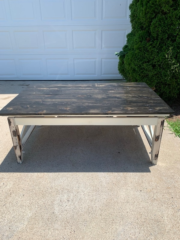 Farmhouse Lift Top Coffee Table.Farmhouse Lift Top Planked Table