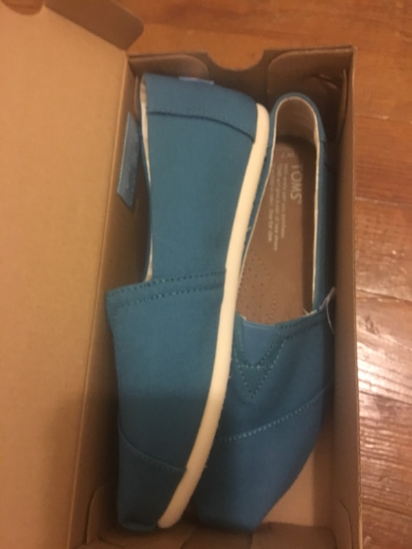 Toms with box (New Shoes)