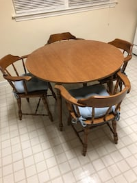 round brown wooden table with four chairs dining set Baltimore, 21215