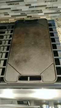 Reversible cast iron stovetop grill/griddle. Vaughan, L6A 3H8
