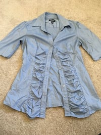 Light blue dress shirt - size XS New Tecumseth, L9R