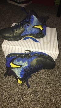 klay tompson shoes size 9.5 Tracy, 95376