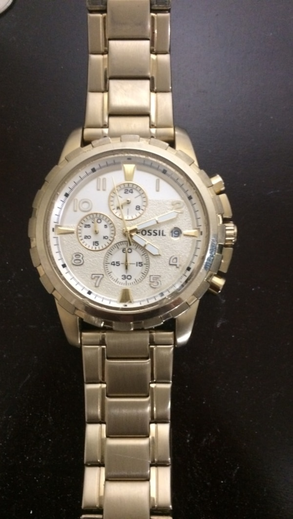 Gold fossil watch mint condition