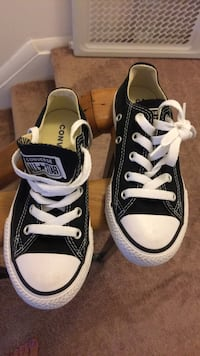 Childs converse all star shoes  size 11 Crofton, 21114