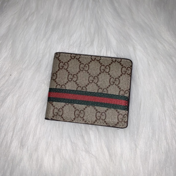 Gucci Bifold Wallets 0